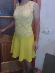 Платье ярко-желтое из гипюра с юбкой полу-солнце